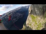 Парень прыгнул с 400-метровой скалы
