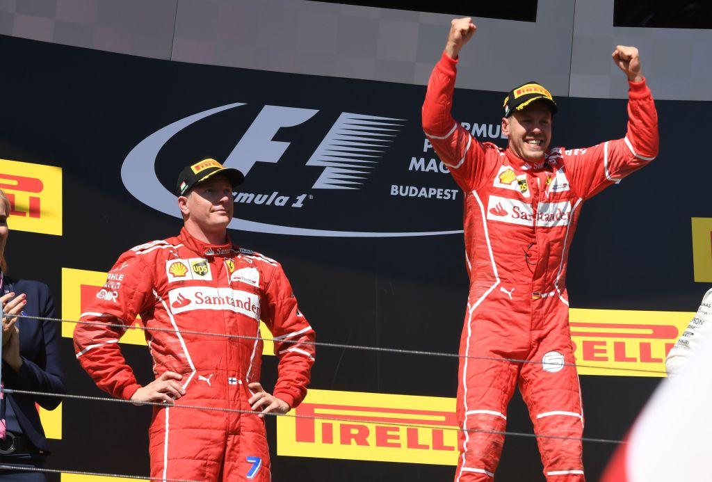Гонщики Ferrari на подиуме гран-при Венгрии 2017 года