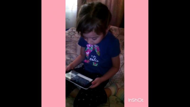 Дашенька поёт песню Эльзы из мультфильма Холодное сердце