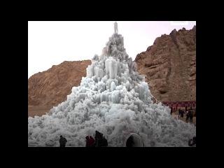 Инженер оживил Гималаи с помощью ледяных ступ.
