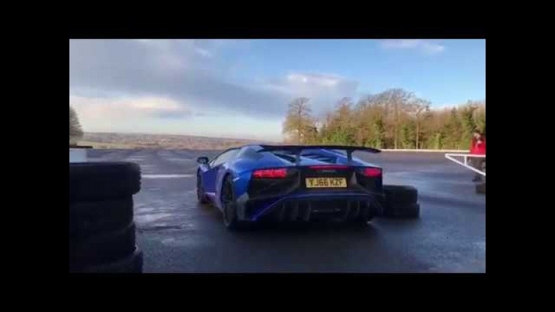 SuperVeloce playtime! Lamborghini Aventador SV drifting in wild