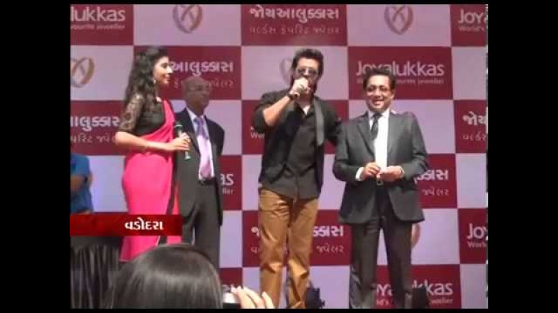 Sandesh News - Hritik Roshan in Vadodra City for the Opening of Joyalukkas showroom