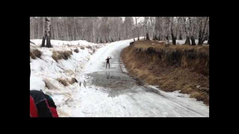 Упал на лыжах в лужу