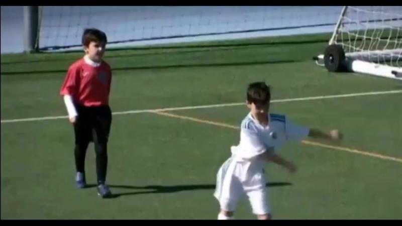 Классный танец малого из Реала в стиле Папу Гомеса