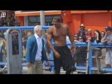 Дед пришел на Muscle Beach, чтобы показать, на что он способен