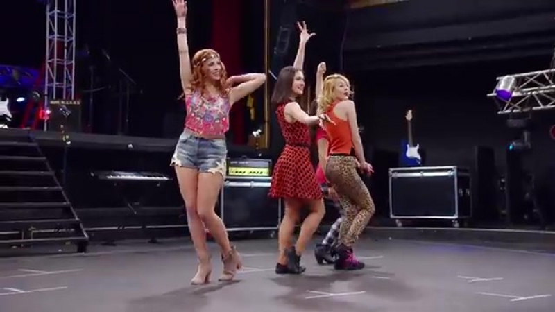 Violetta: Momento Musical: Cami, Fran, Naty y Ludmila cantan