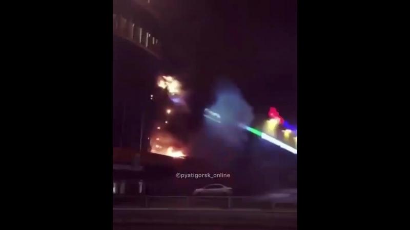 @ pyatigorsk_online 3:35, Сообщается о пожаре в ТРЦ Вершина Плаза. @ ulia.kramer: Около 6 машин пожарных, 2 полицейские и 1 скор