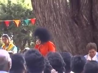 Видео Sri Sathya Sai Baba. A Delightful and Rare Video to Fill our Day with Bliss, Having Bhagwan Sri Sathya Sai Baba Darshans w