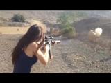 Что происходит, когда девушка берет в руки оружие?