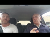 Отец с сыном спели в машине