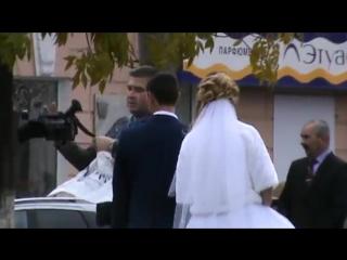 Мне опять повезло, я снял жениха и невесту в сквере танкиста