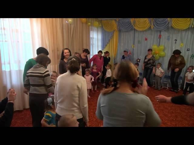 танец с мамами День матери детский сад