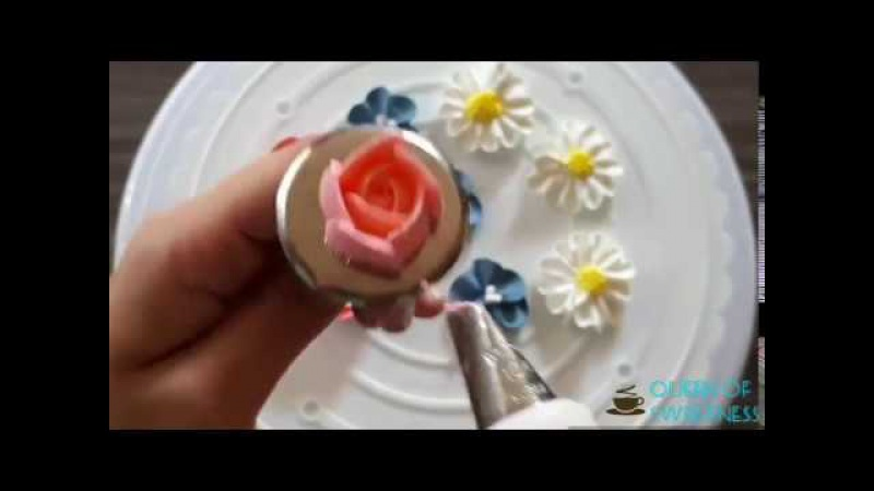 How to pipe a rose and more flowers with whipped cream
