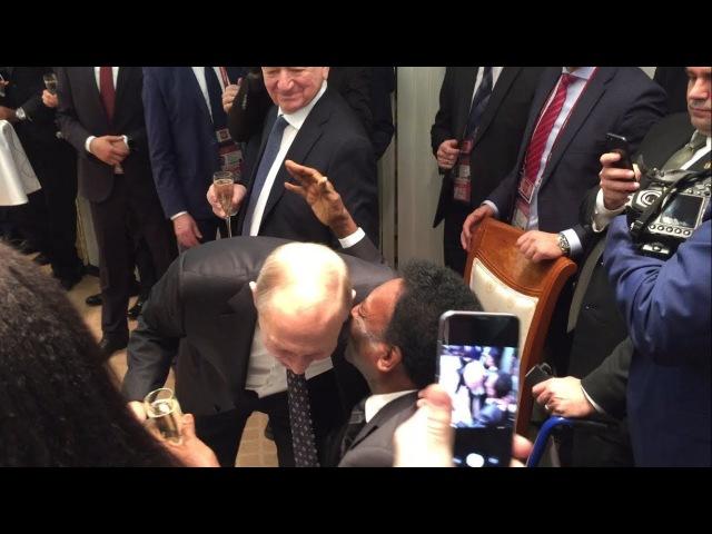 Путин пьёт шампанское с Пеле и Марадоной Putin drinks champagne with Pele and Maradona