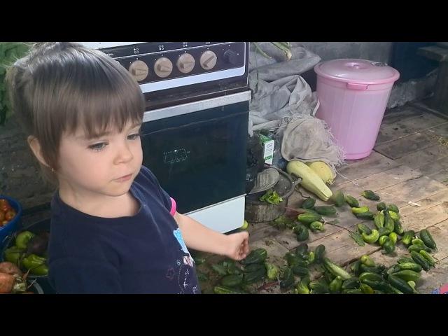 Малышка с ранних лет поняла всю тяжесть и безысходность женской доли