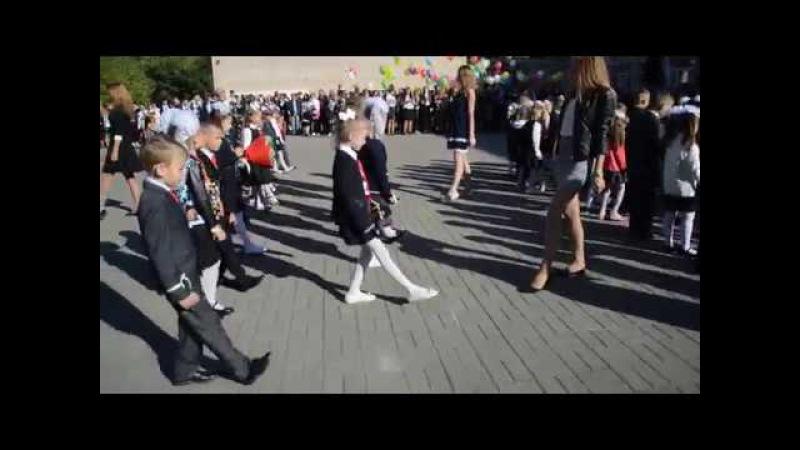 Солигорск 4 школа. Танец флешмоб от выпускников для первоклассников