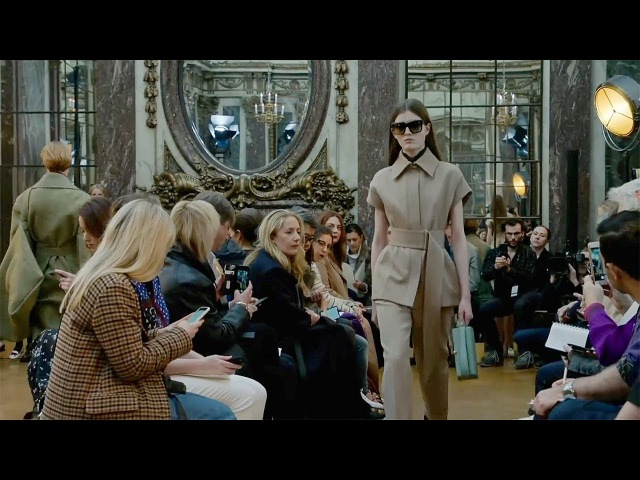 Victoria Beckham | Fall Winter 2018/2019 Full Fashion Show | Exclusive
