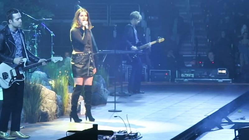Lana Del Rey – Love (Live @ «LA To The Moon Tour»: «Wells Fargo Center»)