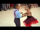 Девочка и Мальчик танцуют красиво