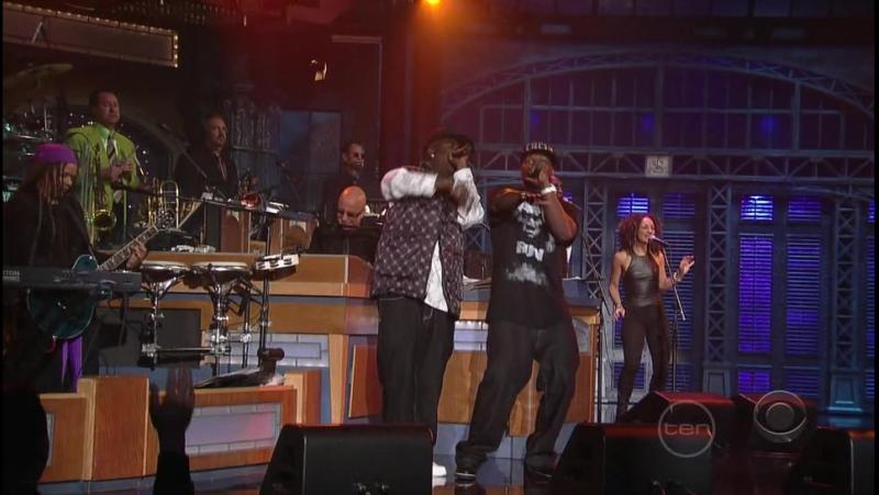 (Погромче звук!) Вспомним 50 Cent - A-yo Technology. На мой взгляд самое лучшее исполнение этой песни в такой аранжировке.