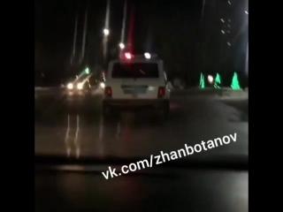 Павлодар сотрудники полиции S 488 KP нарушают ПДД