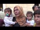 Курдские бойцы выводят мирных жителей под огнем боевиков ИГ в Ракке