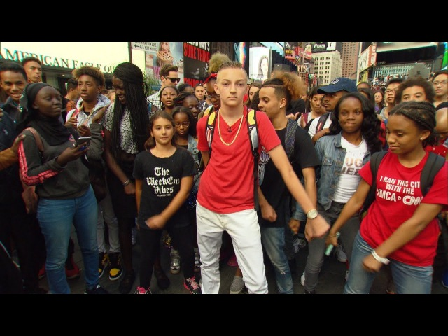 'Backpack Kid' Teaches Fans How To Do His Signature Move