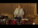Норвежский премьер министр Erna Solberg играет бласт бит