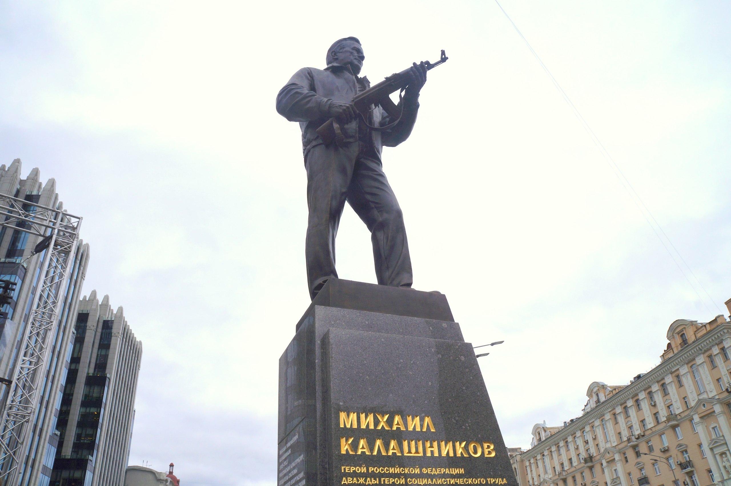 Только с памятниками воевать и умеют!