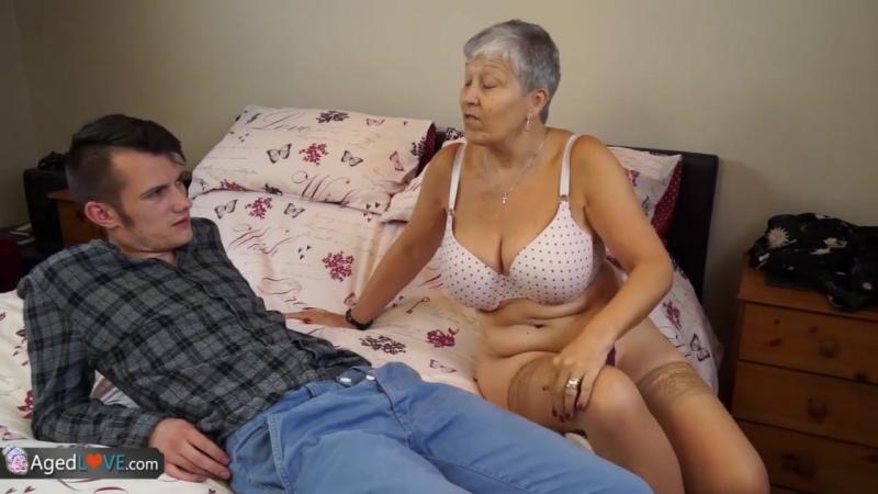 Зрелая мама трахает девственника задрота mature old woman mom incest