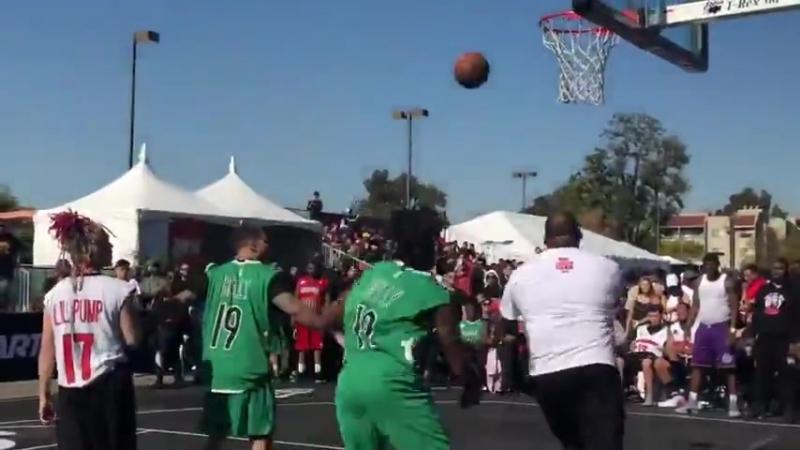 Lil Pump играет в стритбол на матче «All Star Weekend»(RapIndustry)