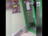 Мужик с топором набросился на сотрудников и посетителей Пятерочки в Старом Оскол