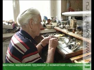 Старейший часовщик Курска Николай Косых пытается разгадать тайну времени