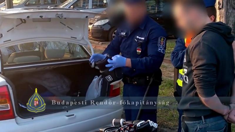 Az autójából pucéran előugorva próbált nőket megerőszakolni egy férfi Zuglóban