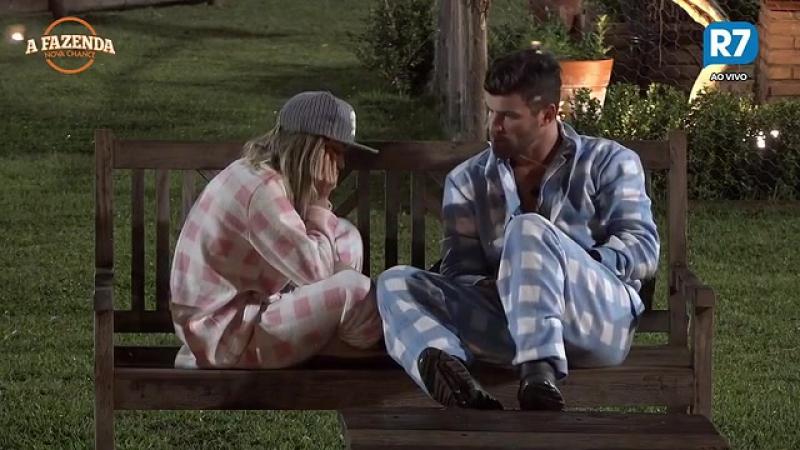"""Flávia chora e Marcelo garante """"Eu tenho certeza que estou pronto para um relacionamento"""""""