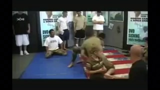 Rener Gracie 19 -yo vs 5 US soldiers