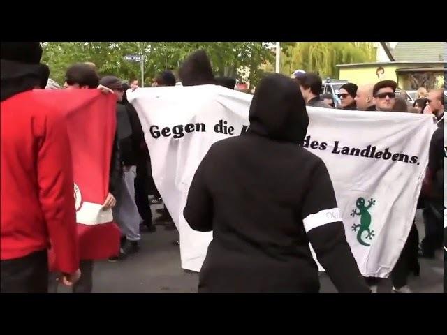 Sie sind hier aus purer Feindschaft gegen UNSERE Volksgemeinschaft ▶ Peinlich: Antideutsche Antifa