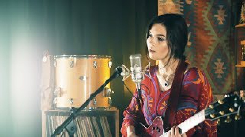 Radiohead Meets The Police - Live Looping Mashup by Elise Trouw