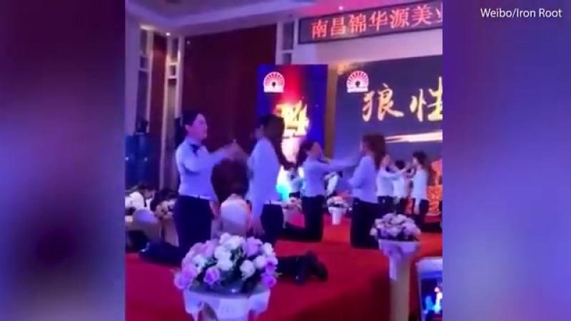Массовое избиение китайских работниц попало на видео