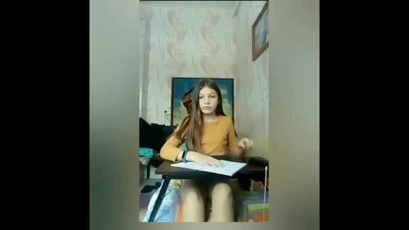 Симпатичная молоденькая девочка показывает свое юное тело. Перископ трансляции Скайп ЦП periscope new online bigo live Skype vk