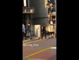 Фанкам 170925 Джексон вместе с другими мемберами сегодня у здания JYPE
