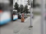 Жителей Екатеринбурга шокировала Баба Яга вступе