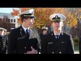 U.S. Naval Academy midshipmen. Курсантам Военно-морской академии США говорят, что они красивые и как они реагируют на это.