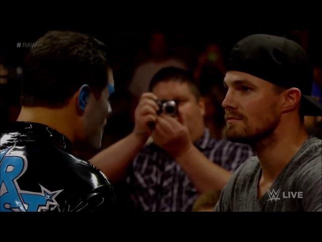 Оливер Квин (Стивен Амелл) дерется на ринге! WWE (реслинг) 2017!