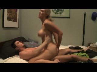 Мачеха трахает сына за дрочку, step mom catch son masturbat jerk mature incest family boy fuck (инцест со зрелыми мамочками 18+)