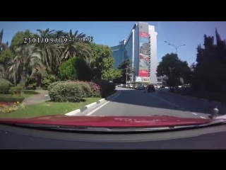 Сочи На ходу открылся багажник из которого выпали двое детей/ITS TIME VIDEO