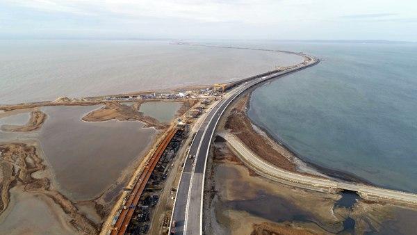 Наавтодорожной части моста вКрым построены все опоры