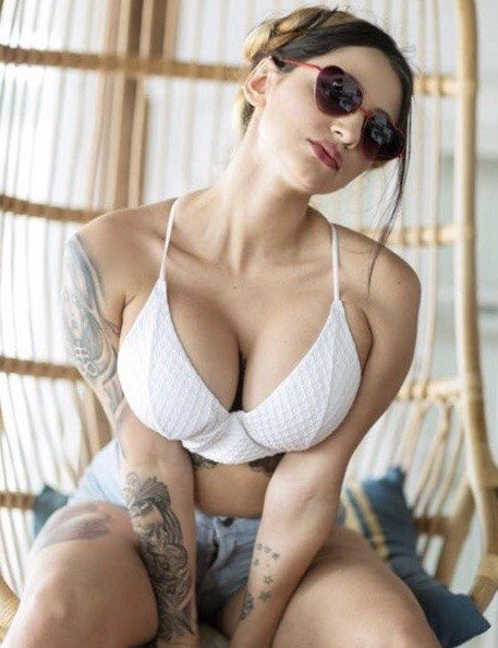 Busty model mona lisa pics