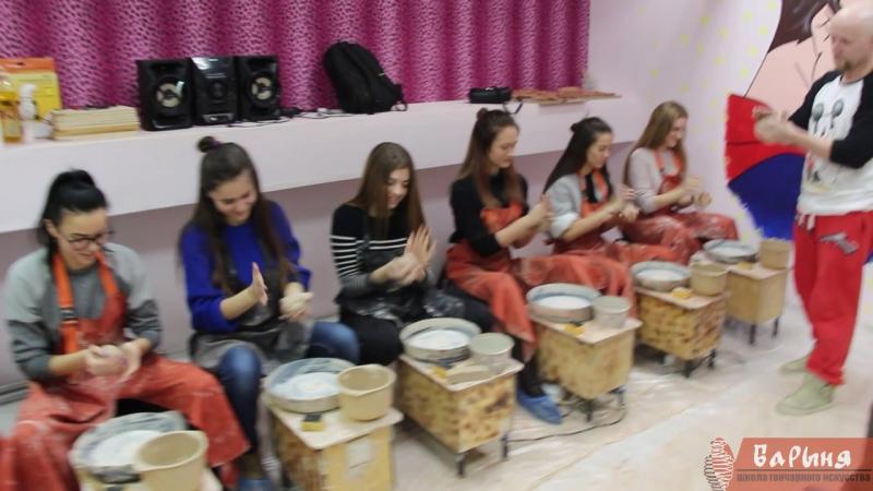 Участницы конкурса Краса университета в гончарной студии Барыня