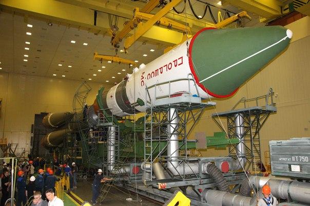 Завершена общая сборка ракеты-носителя «Союз-2.1а» с кораблем ПрогрессМС06